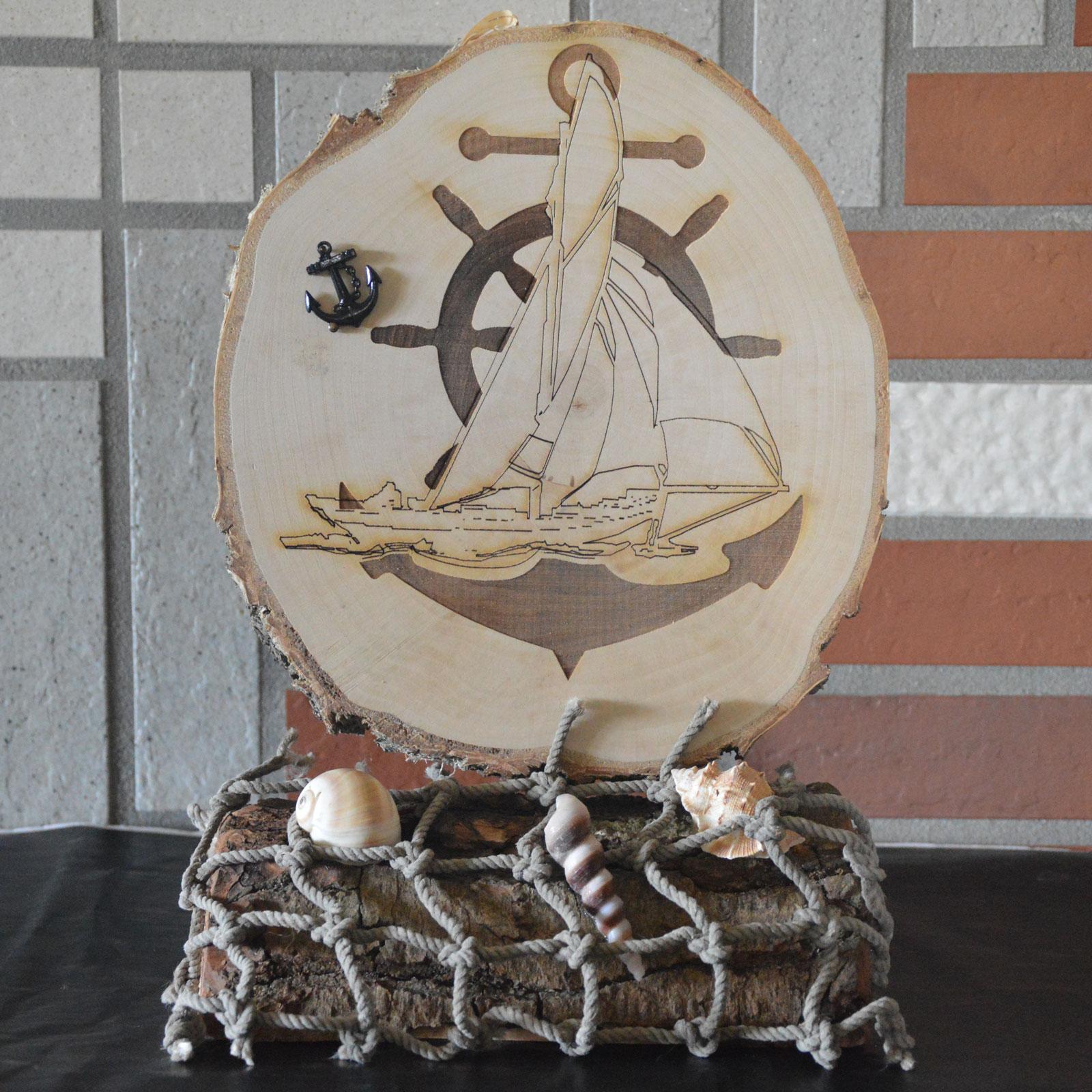 graviertes holzbild mit segelschiff anker und steuerrad. Black Bedroom Furniture Sets. Home Design Ideas